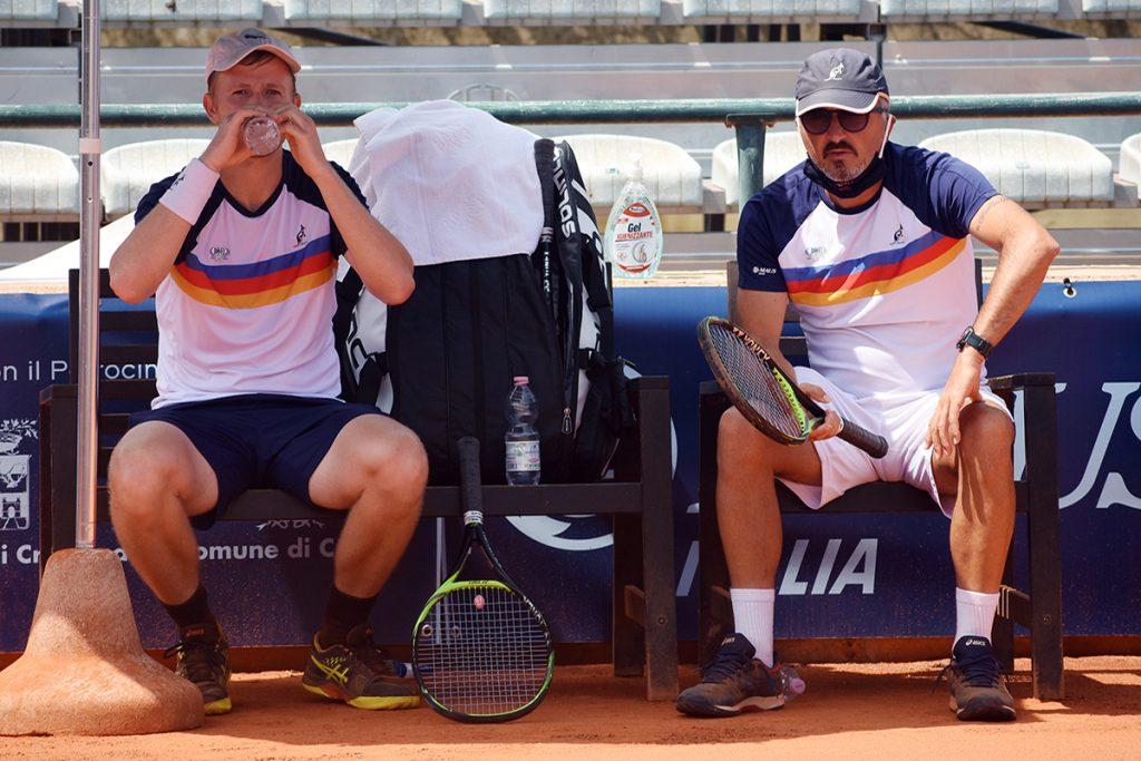 Andrey Golubev, punto di forza del Tennis Club Crema, con capitan Armando Zanotti. Domenica il via alla Serie A1, con la trasferta a Massa Lombarda (foto GAME)