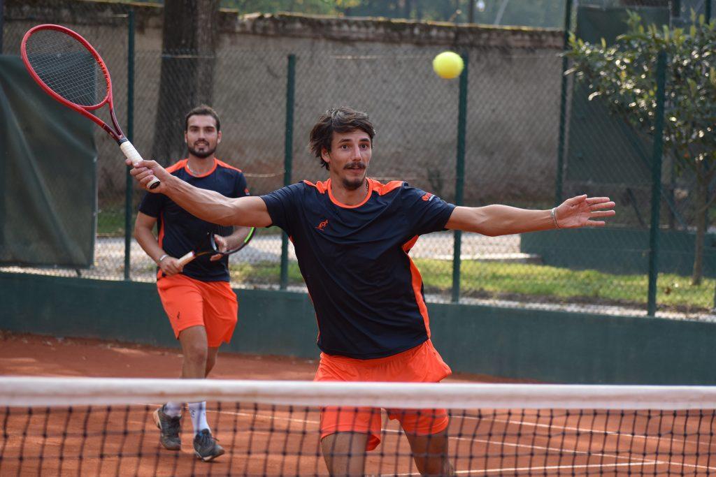 Davide Albertoni (in primo piano) e Andrea Borroni, la coppia di doppio tutta 'vivaio' del V-Team in Serie A2 (foto GAME)