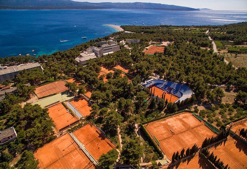 L'impianto a due passi dal mare che ospita il torneo. Sullo sfondo il Corno d'Oro, fra le spiagge più famose dell'Adriatico